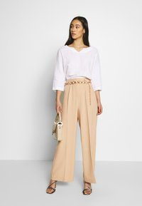 EDITED - KELLY TROUSERS - Pantalon classique - beige - 1