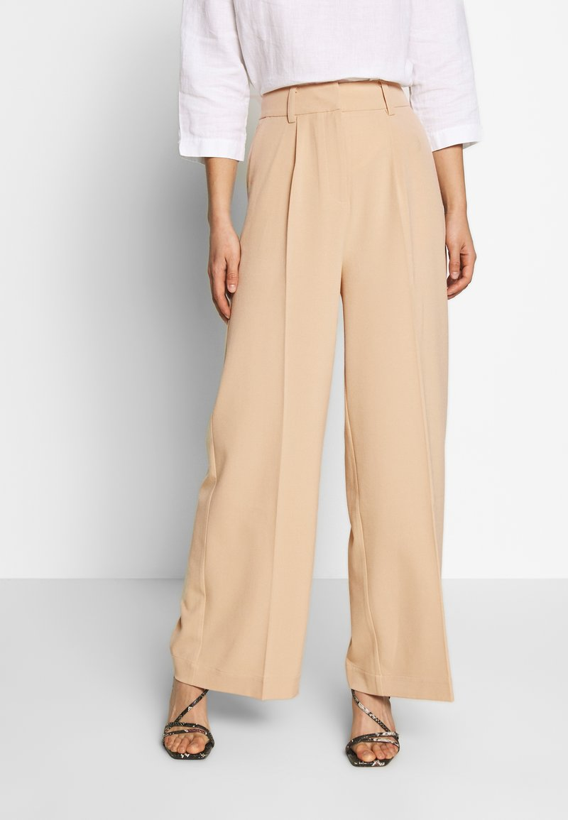 EDITED - KELLY TROUSERS - Pantalon classique - beige