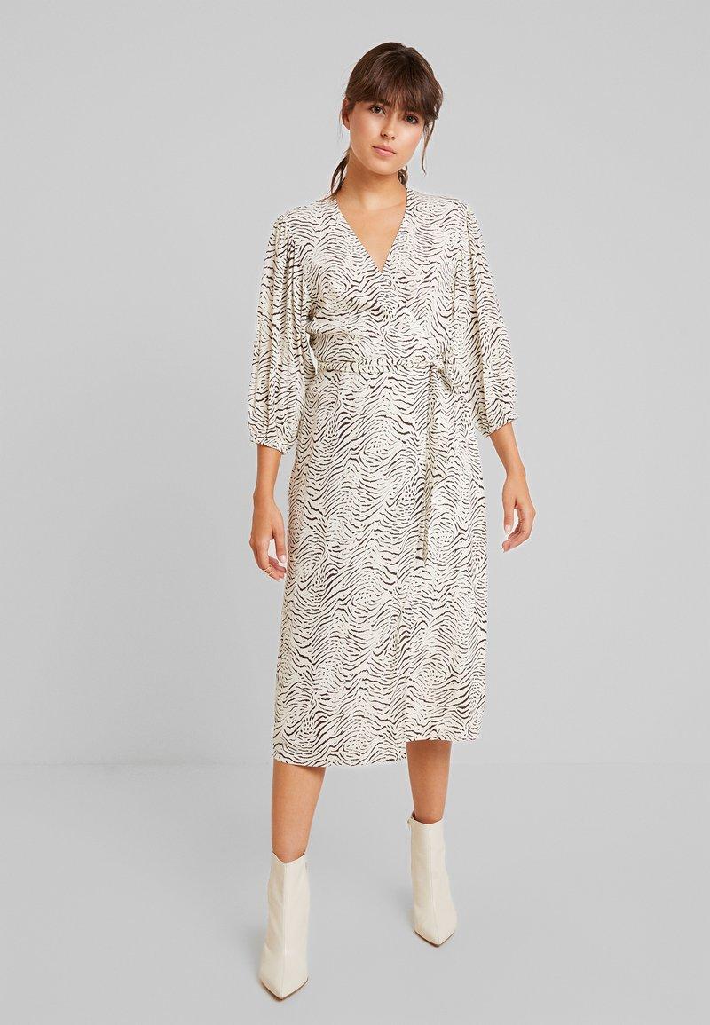EDITED - ALENA DRESS - Vestido informal - cream