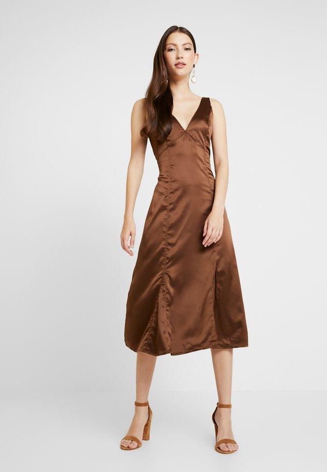 FLORIS DRESS - Day dress - chestnut