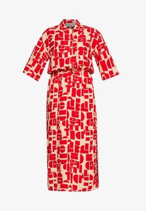 HESTER DRESS - Košilové šaty - beige/rot