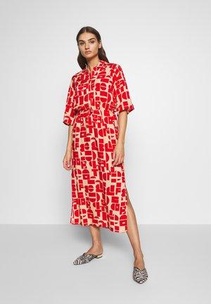 HESTER DRESS - Skjortklänning - beige/rot