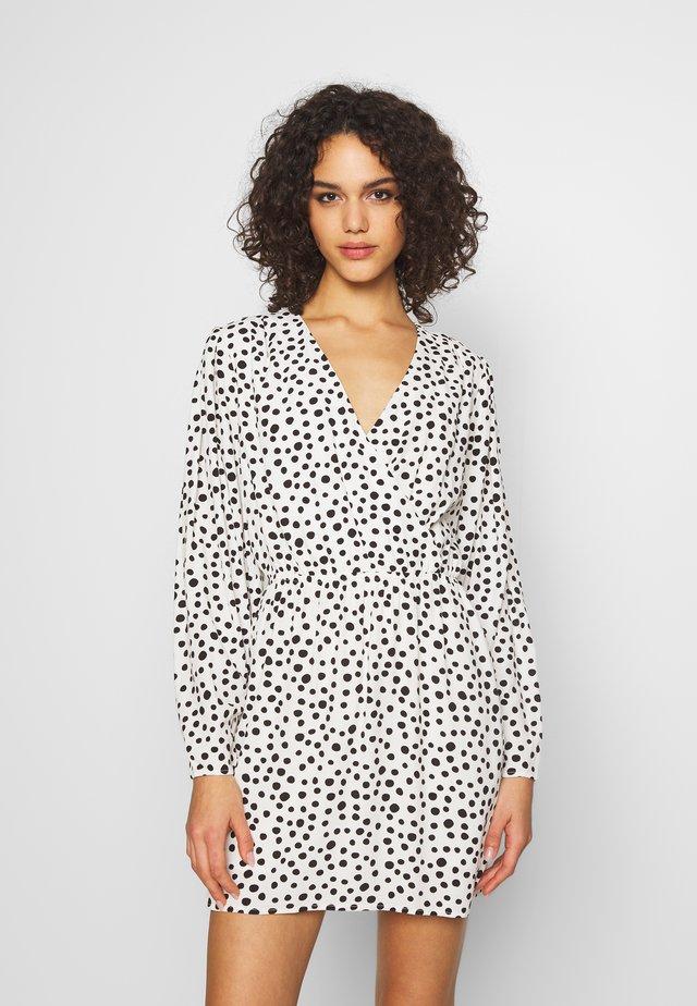 RHIANNA DRESS - Korte jurk - schwarz/weiß