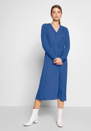 SALLIE DRESS - Košilové šaty - blau