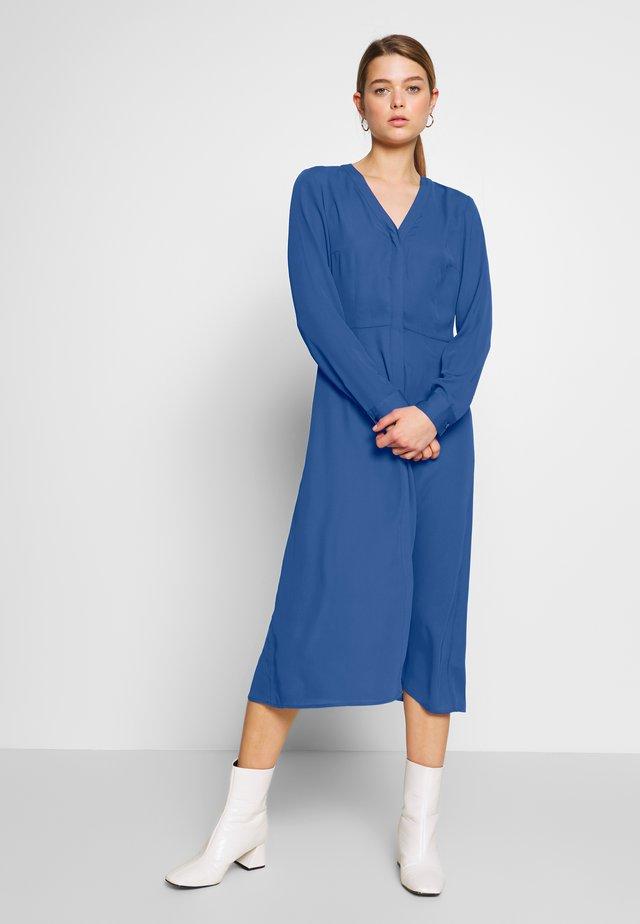 SALLIE DRESS - Skjortklänning - blau