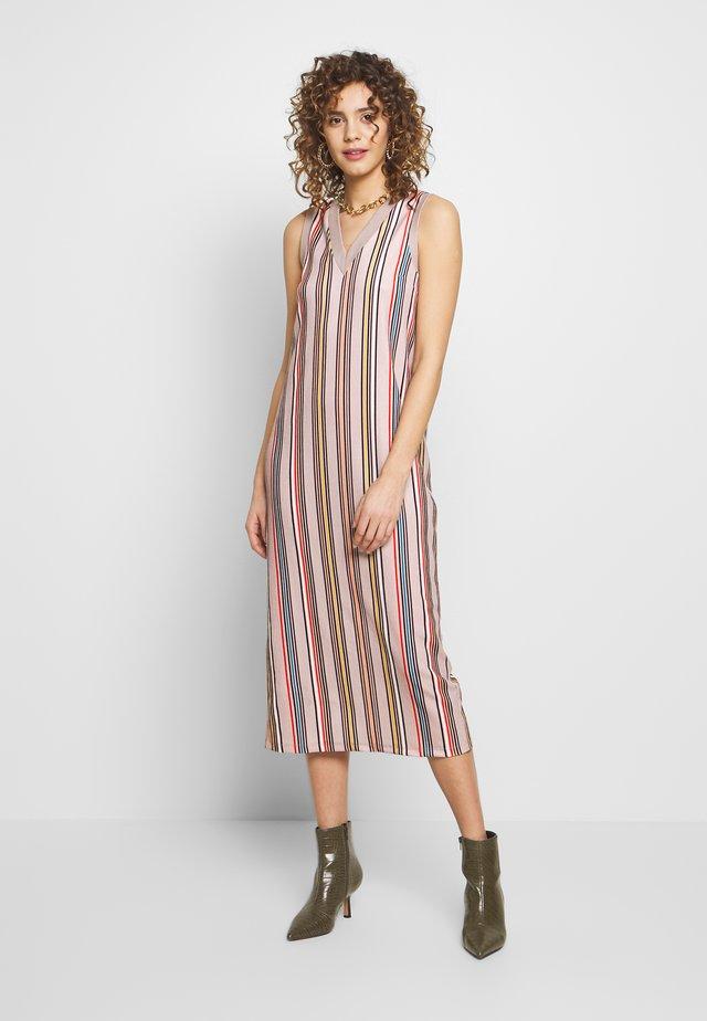SHAILA DRESS - Maxi-jurk - beige/rot/blau