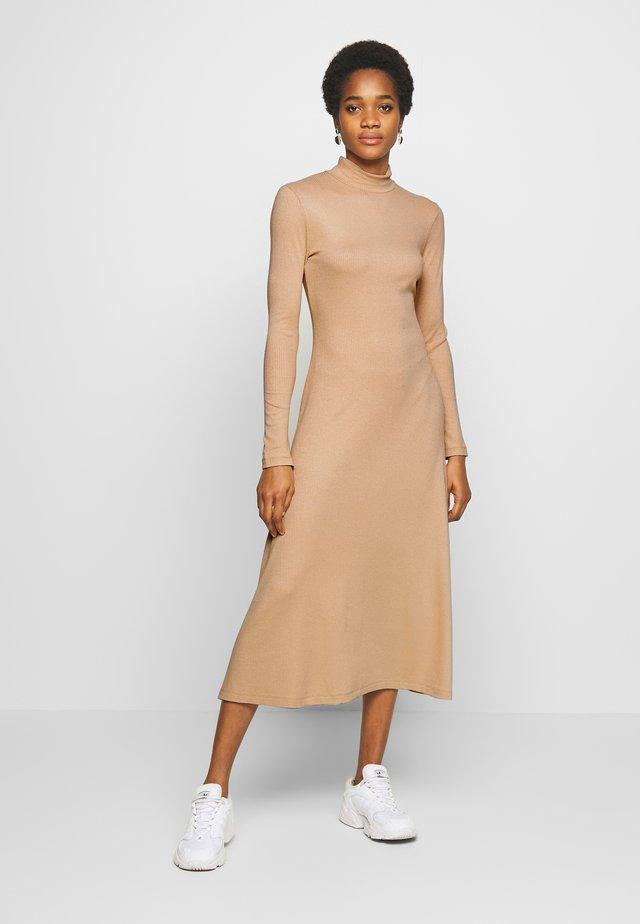 TONYA DRESS - Sukienka z dżerseju - beige