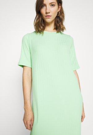 NIHAN DRESS - Vestido ligero - grün