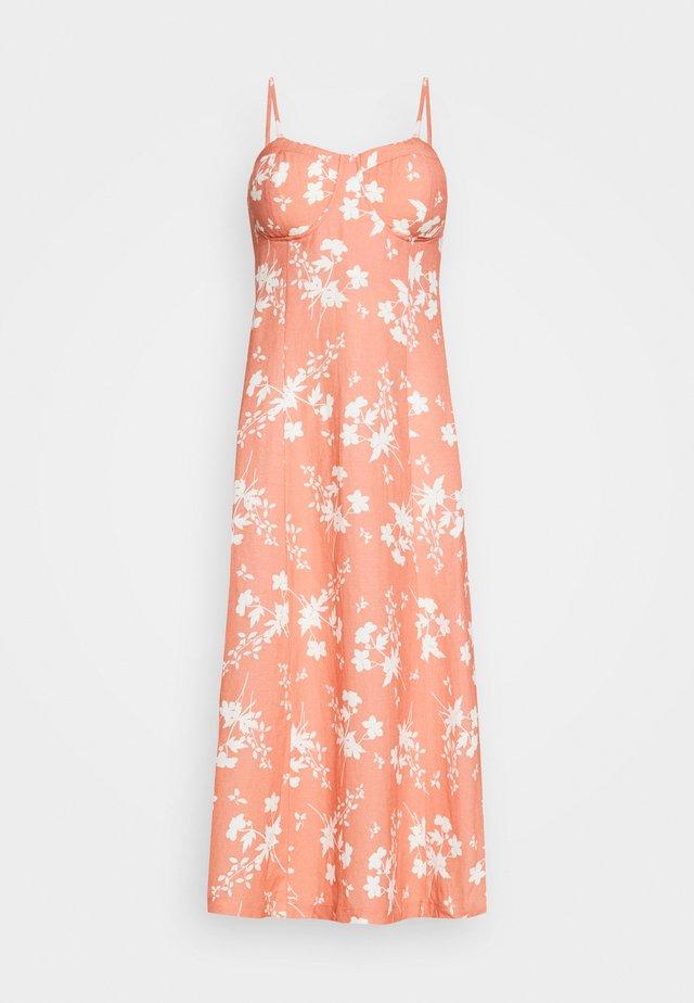 YUMIKO DRESS - Vestito estivo - orange/weiß