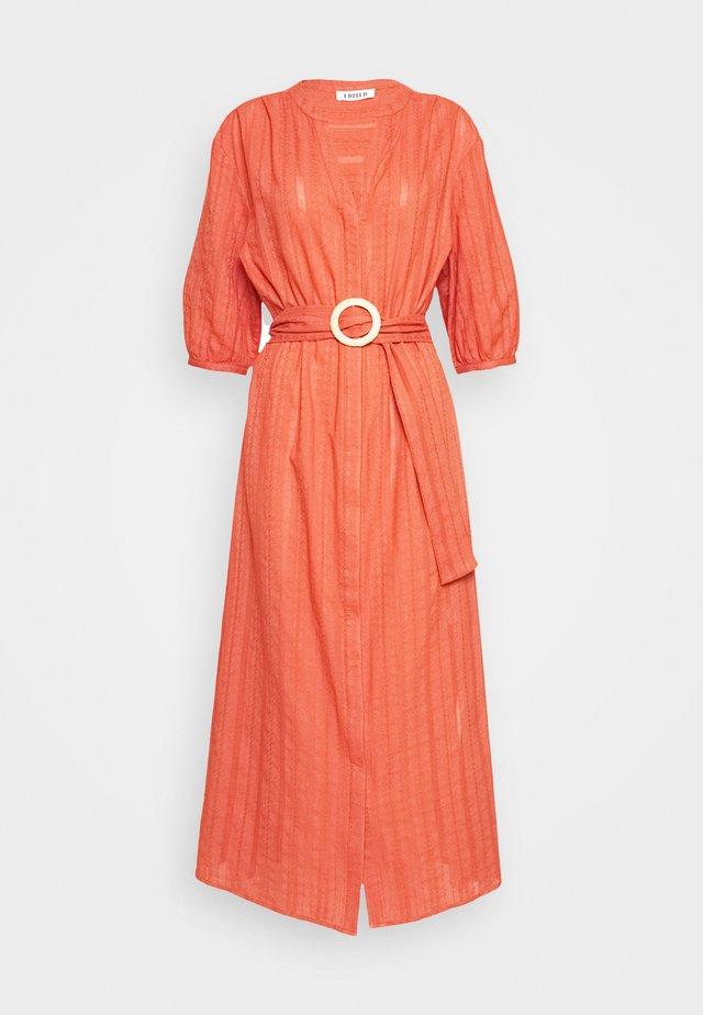 TINNA DRESS - Freizeitkleid - rostrot