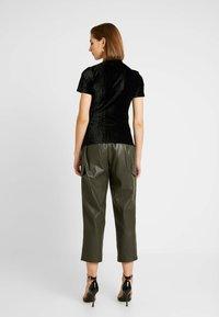 EDITED - LELDE - T-shirt con stampa - schwarz - 2