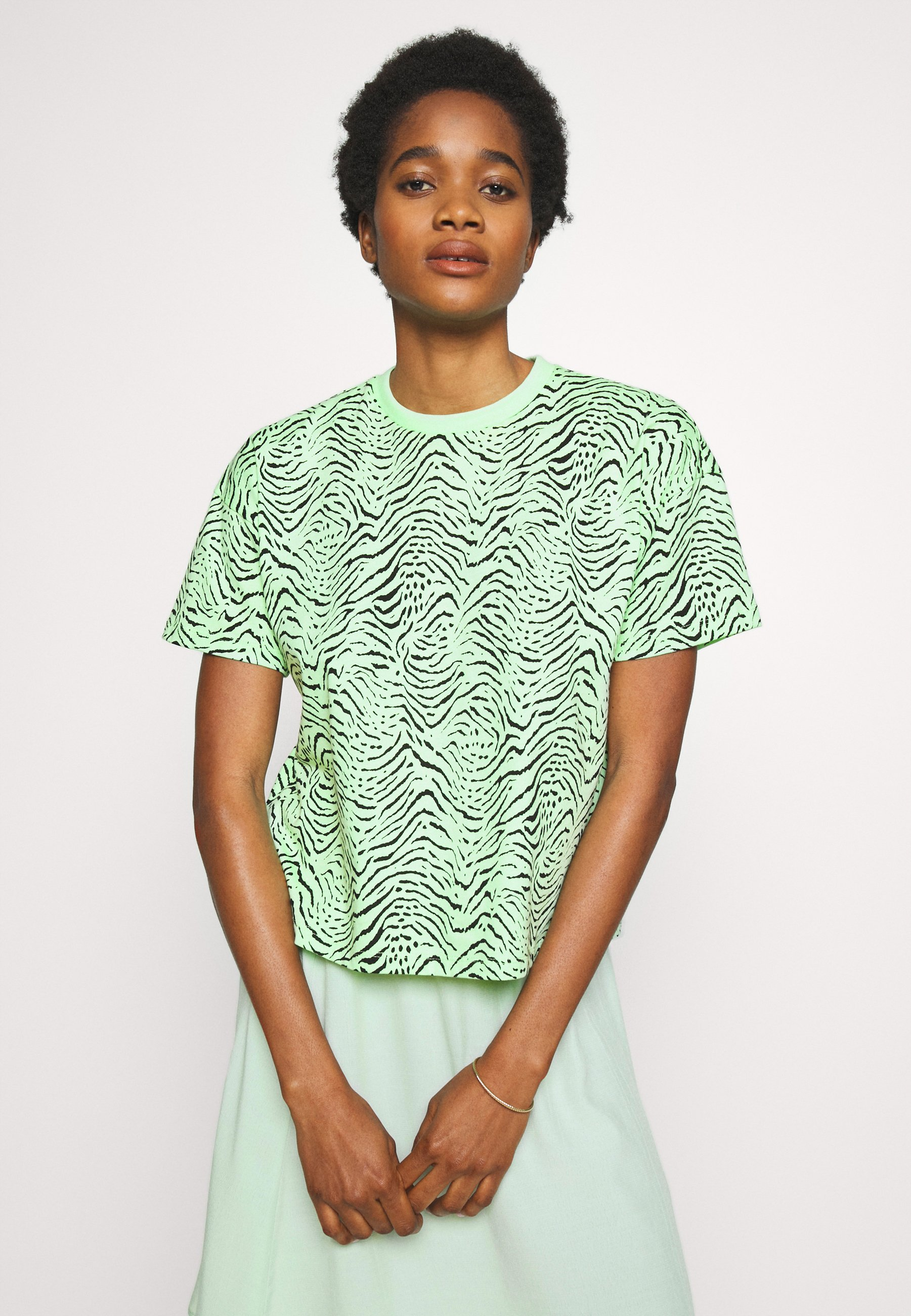 EDITED LEAH - T-shirts med print - green ash/black