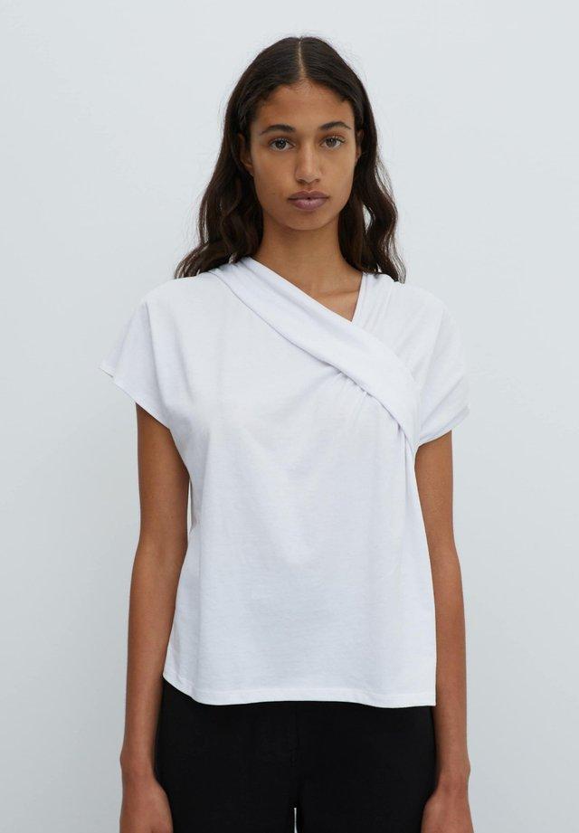 TABEA - T-shirt imprimé - weiß