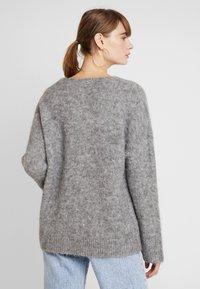 EDITED - FAWINI - Sweter - grau - 2