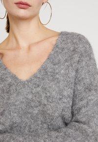 EDITED - FAWINI - Sweter - grau - 5