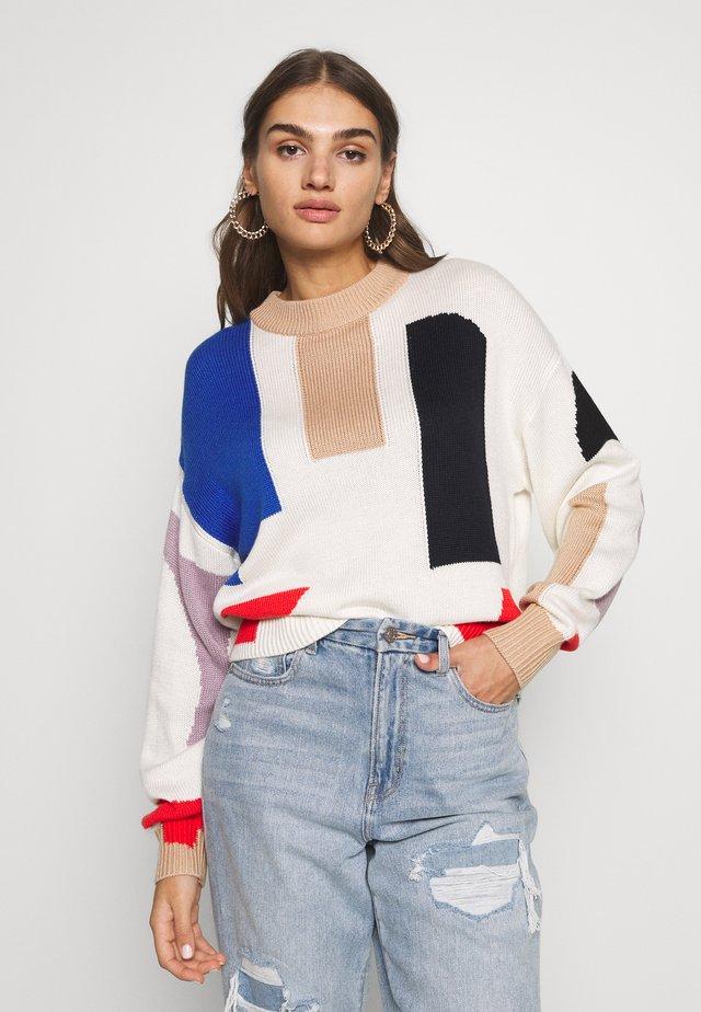 TILLY JUMPER - Stickad tröja - beige, rot, blau