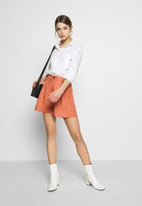 EDITED - FERGIE - Shorts - cedar wood - 1