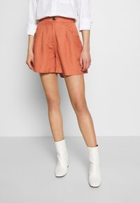 EDITED - FERGIE - Shorts - cedar wood - 0
