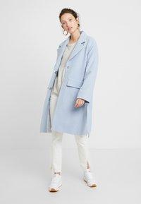 EDITED - ELIAS COAT - Manteau classique - light blue - 1