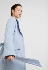 EDITED - ELIAS COAT - Manteau classique - light blue - 3