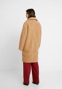 EDITED - BRADON COAT - Zimní kabát - camel - 2