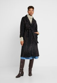 EDITED - SANTO COAT - Kåpe / frakk - black/brown - 0
