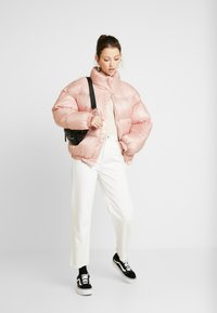 EDITED - ELROY PUFFER JACKET - Chaquetas bomber - rosa - 1