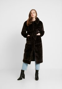 EDITED - NACLA COAT - Zimní kabát - braun/dunkelbraun - 1