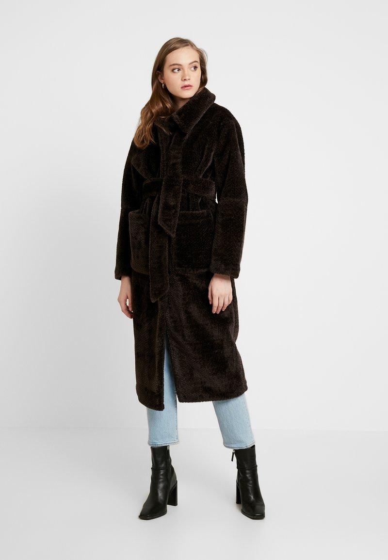 EDITED - NACLA COAT - Zimní kabát - braun/dunkelbraun