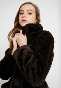 EDITED - NACLA COAT - Zimní kabát - braun/dunkelbraun - 3