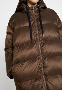EDITED - OLWEN PUFFER COAT - Zimní kabát - braun/blau - 5