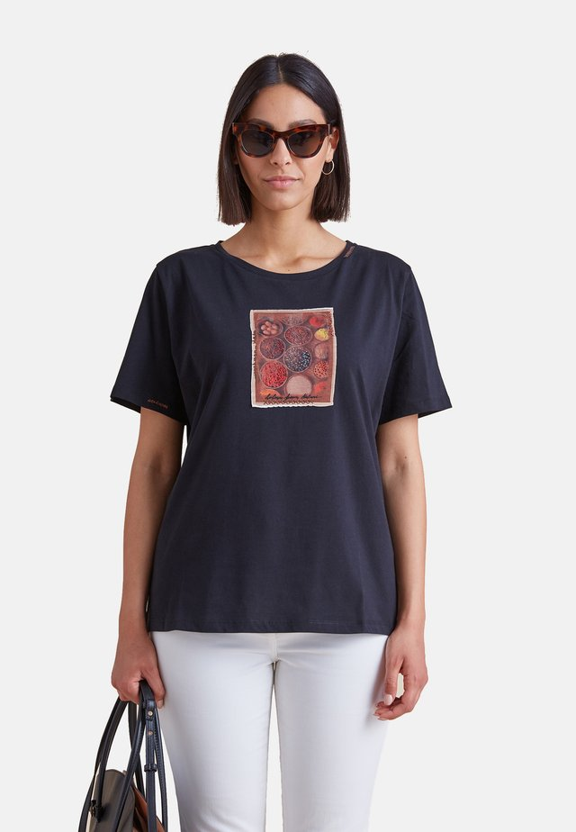 CON APPLICAZIONI - Print T-shirt - nero