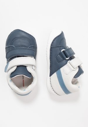 LUTON - Baby shoes - blue