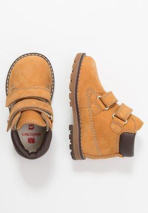 BOBO - Kotníkové boty - camel