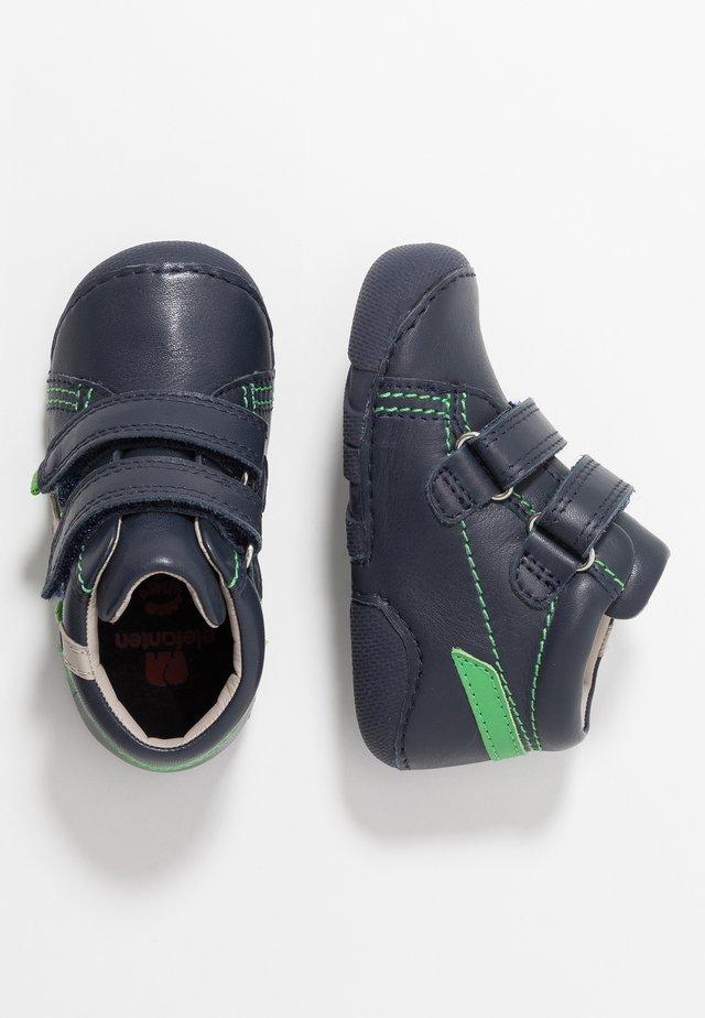 JOHN - Baby shoes - navy/grün