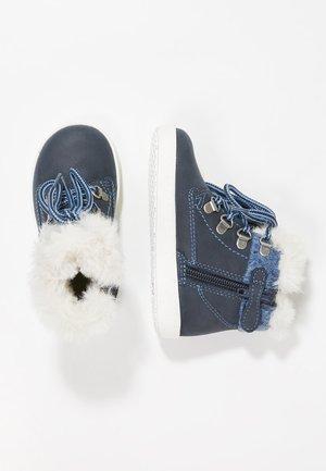 MAJOR - Šněrovací kotníkové boty - navy