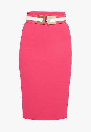 Pencil skirt - fuxia