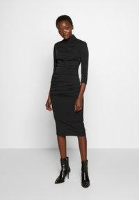 Elisabetta Franchi - Vestido de tubo - nero - 1