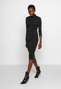 Elisabetta Franchi - Vestido de tubo - nero - 0