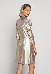 Elisabetta Franchi - Koktejlové šaty/ šaty na párty - oro - 2