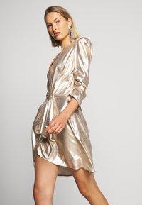 Elisabetta Franchi - Koktejlové šaty/ šaty na párty - oro - 6