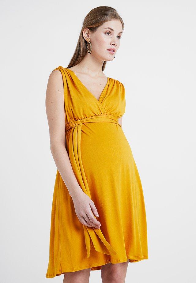 ROMIA TANK - Jerseykleid - mustard
