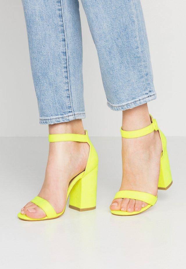 MELISSA - Korolliset sandaalit - yellow