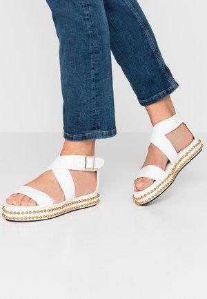 CAPRI - Sandály na platformě - white