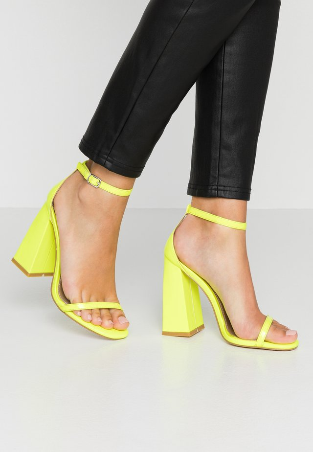 ATOMIC - Sandaletter - yellow