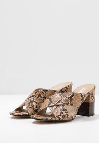EGO - HOLLAND - Pantofle na podpatku - nude - 4