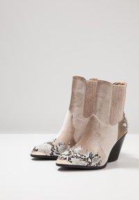 EGO - KELSEY - Cowboy/biker ankle boot - grey - 4