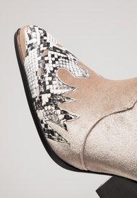 EGO - KELSEY - Cowboy/biker ankle boot - grey - 2