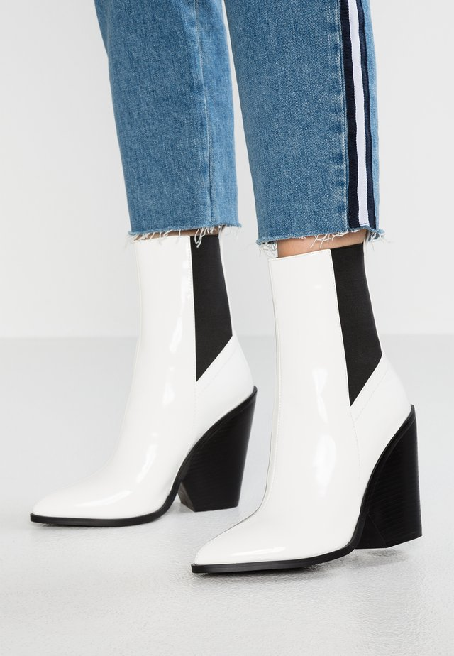 BELLA - High Heel Stiefelette - white