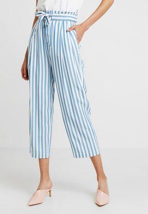 ENVASA PANTS - Kalhoty - white/blue